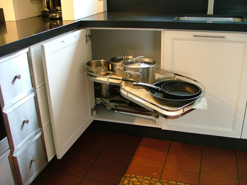 Hoekkast, onderdeel van landelijke keuken.