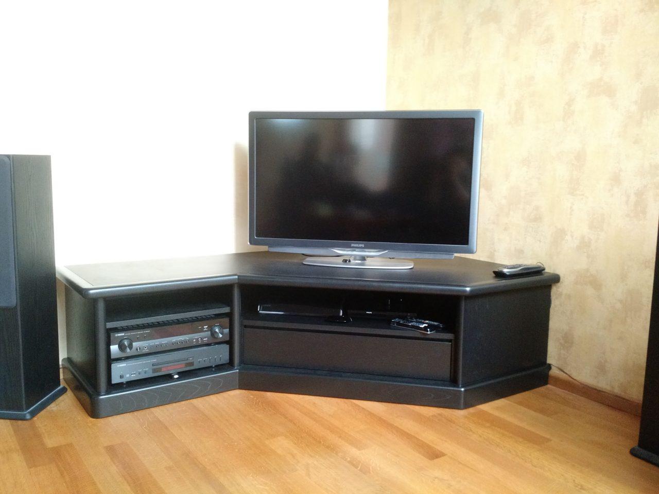 Lage tv meubel in zwart, op maat gemaakt.