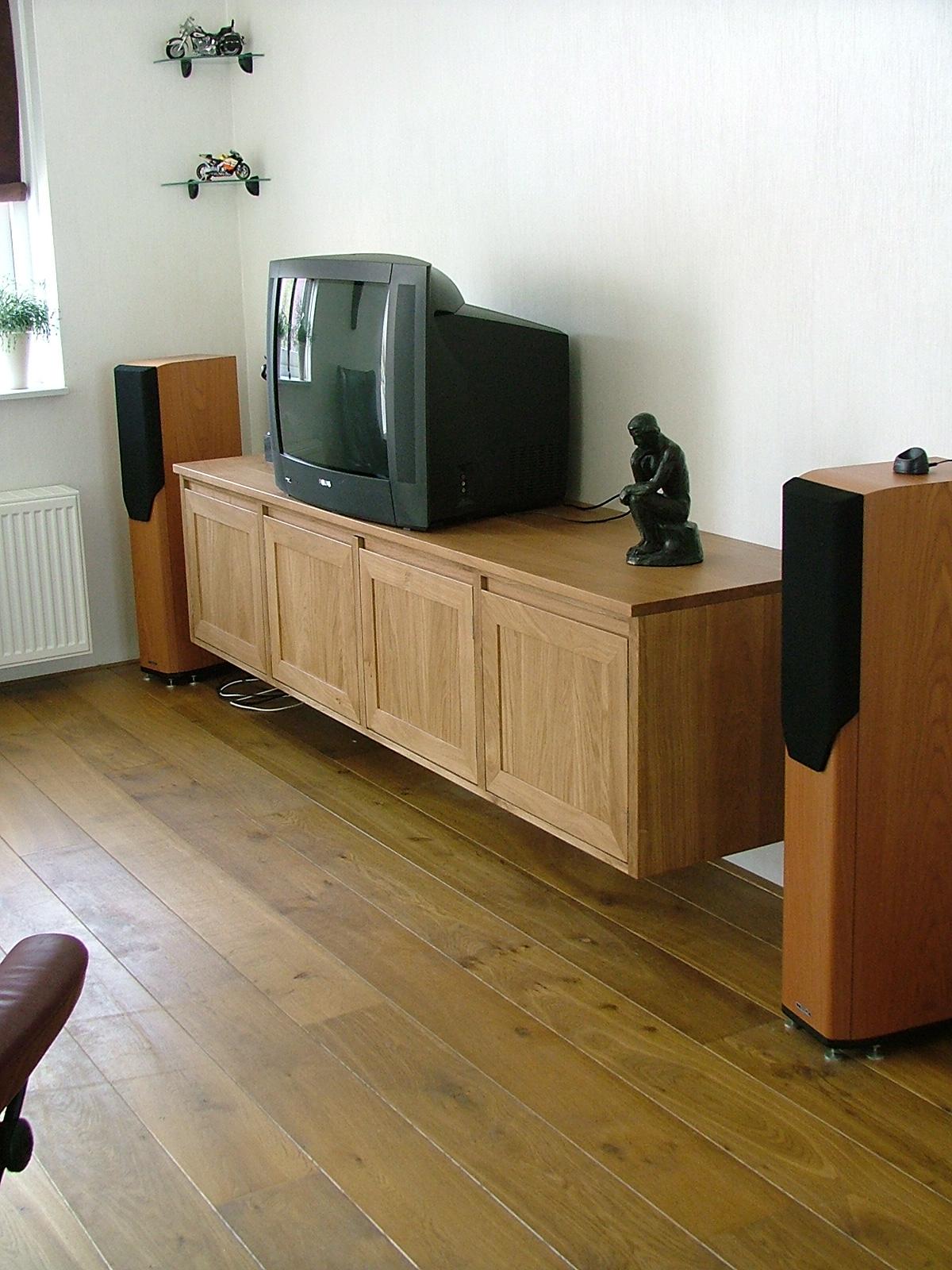Zwevend audio videomeubel eiken maatwerk