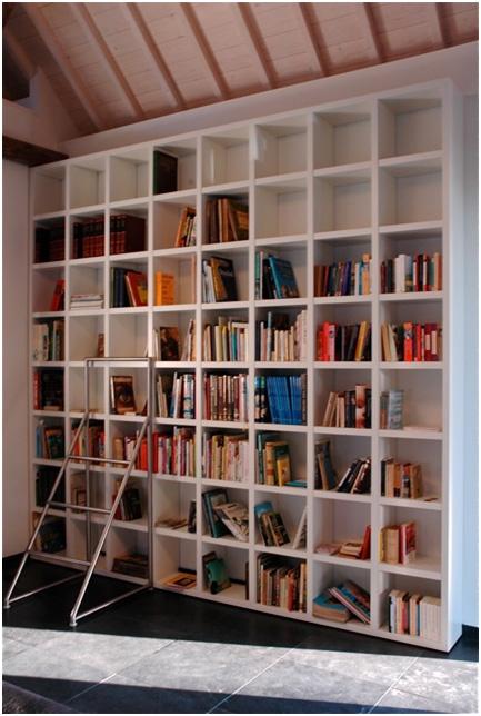 Wandkast voor boeken, op maat gemaakt.