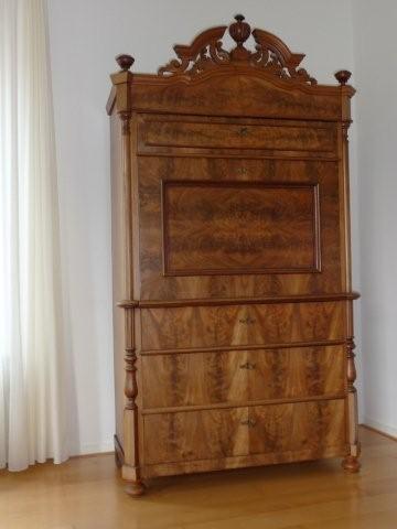 Klassieke kast voor meubelrestauratie.
