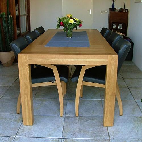 Eettafel van hout, op maat gemaakt.