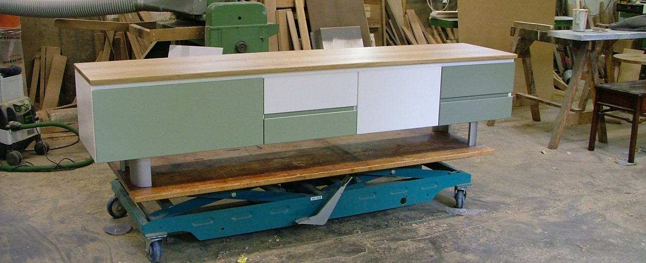 op aanvraag van de klant, een op maat gemaakt meubel met zoals u ziet een specifief kleurpallet