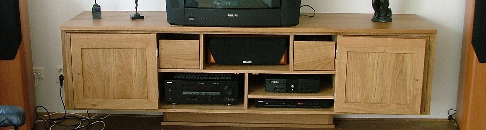 huisvesting voor alle video en audio apparatuur onder hand bereik Video meubel uit massief eiken