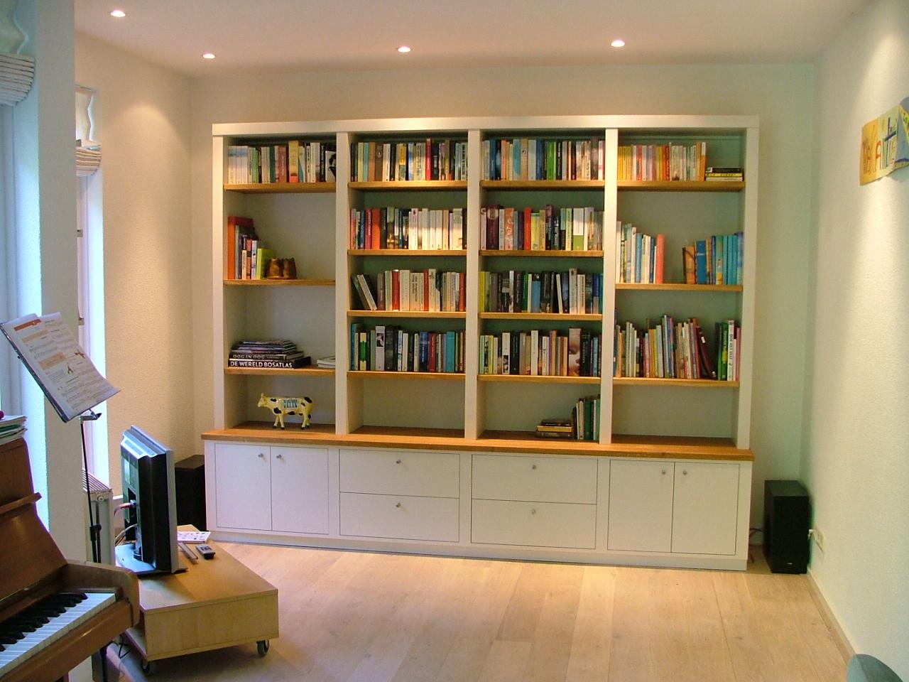 Op maat gemaakte boekenkast welke in elke gewenste indeling is in te richten